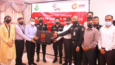 র্যাব সদস্যদের সুরক্ষাসামগ্রী দিল 'নগদ'