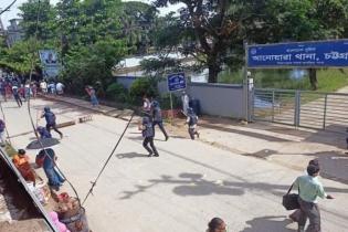 আনোয়ারায় কলেজ ছাত্র 'খুনে'র বিচার দাবিতে বিক্ষোভ, পুলিশের লাঠিচার্জ