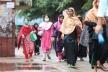 পায়ে হেঁটে, বাড়তি ভাড়ায় কারখানায় পোশাক শ্রমিকরা