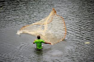 কাপ্তাই হ্রদে মাছ ধরা যাবে না আরও ১০ দিন