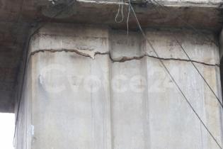 ফ্লাইওভারে ফাটল: নির্মাণ ত্রুটি নাকি ওভারলোড?