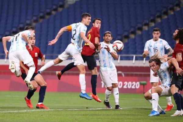 অলিম্পিক ফুটবল: আর্জেন্টিনাকে বিদায় করে গ্রুপ চ্যাম্পিয়ন স্পেন